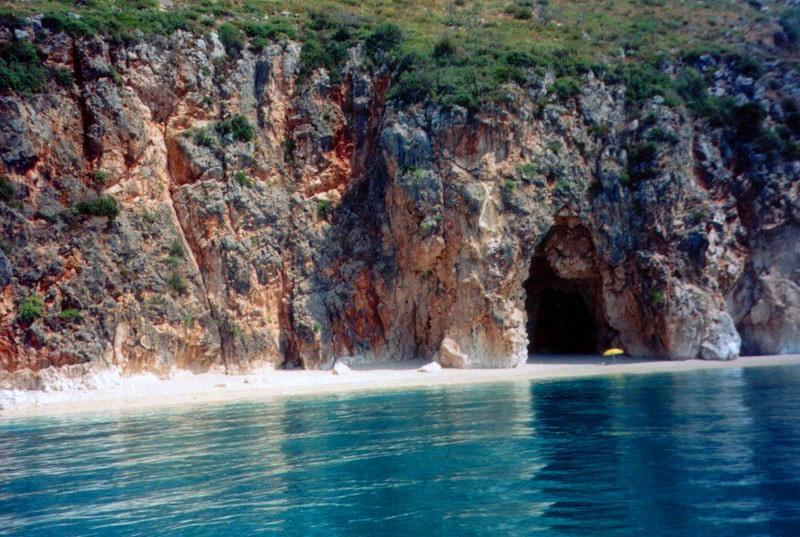 shpella_e_pirateve[1]