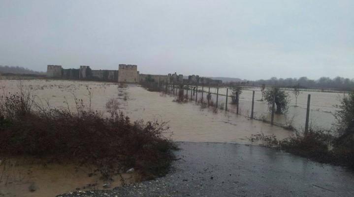 Lumi Shkumbin del nga shtrati, nën ujë dhe kështjella e Bashtovës